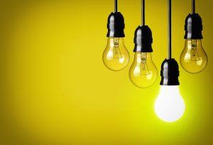 Lâmpadas representam boas ideias, premissa de empresas que querem inovar
